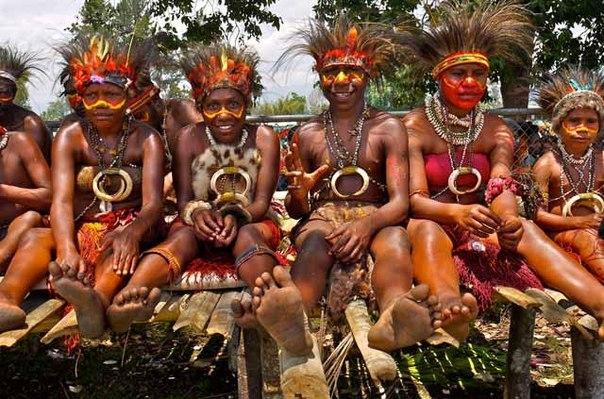http://24test.ru/wp-content/uploads/2015/02/wpid-odin-chelovek-puteshestvuya-po-lesnym-chascham-amazonki-sluchayno-popal-v-plen-k-mestnym-tuzemcam-aborigenam_i_1.jpg